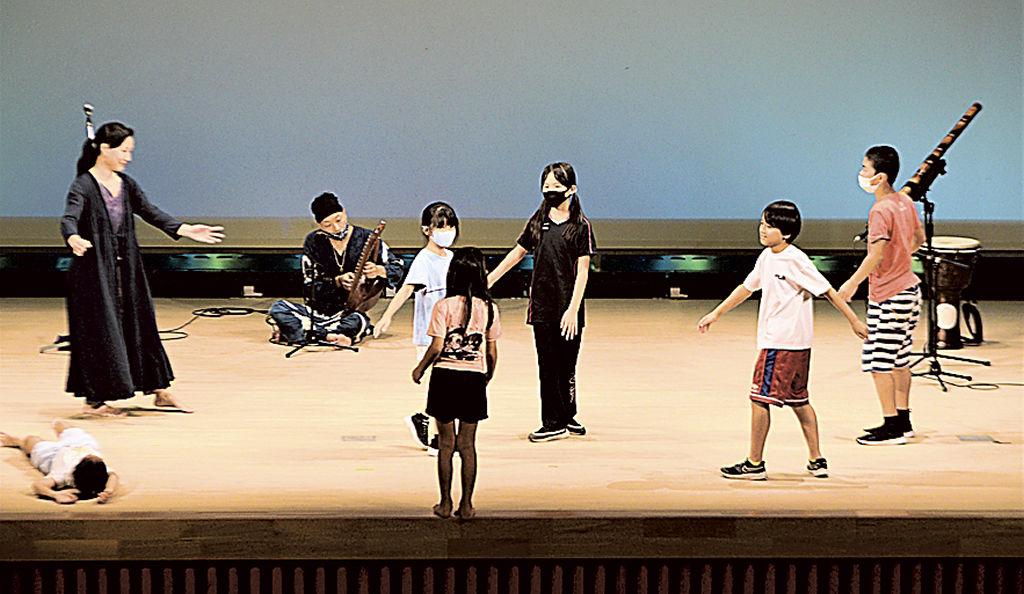 ふじのくに子ども芸術大学「動物・植物・鉱物たちと歌って踊ろう!」の様子を取材していただきました